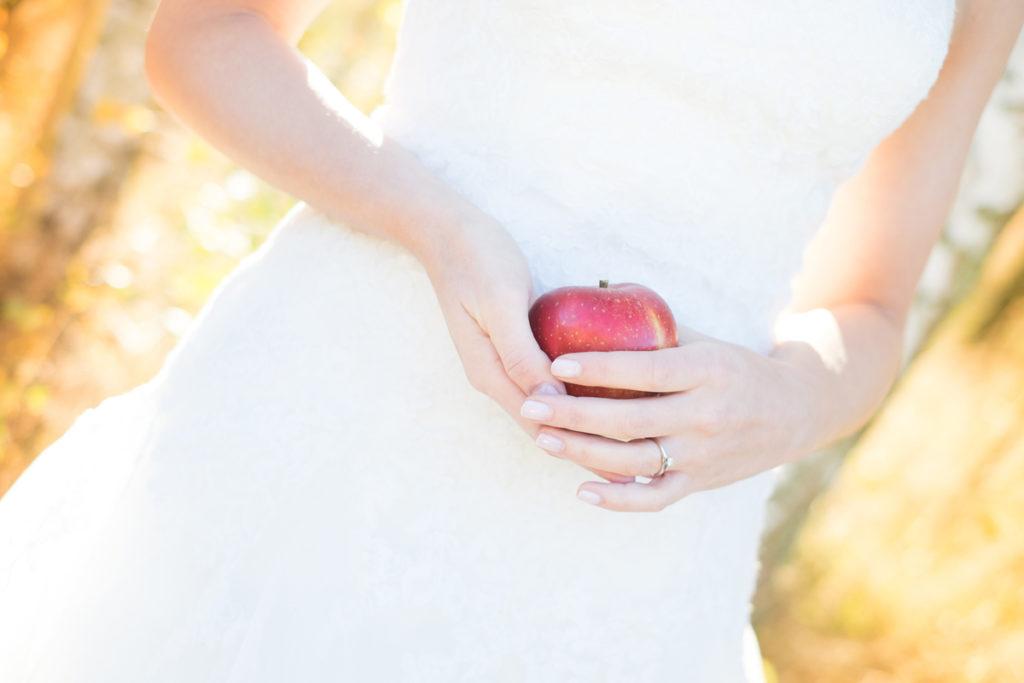 wedding-braut-brautkleid-herbst-mintsugar-brautstrauss-hochzeitskleid-fotografie-bayreuth-goldkronach-portrait-hochzeitsshooting-bride-abendlicht-mint